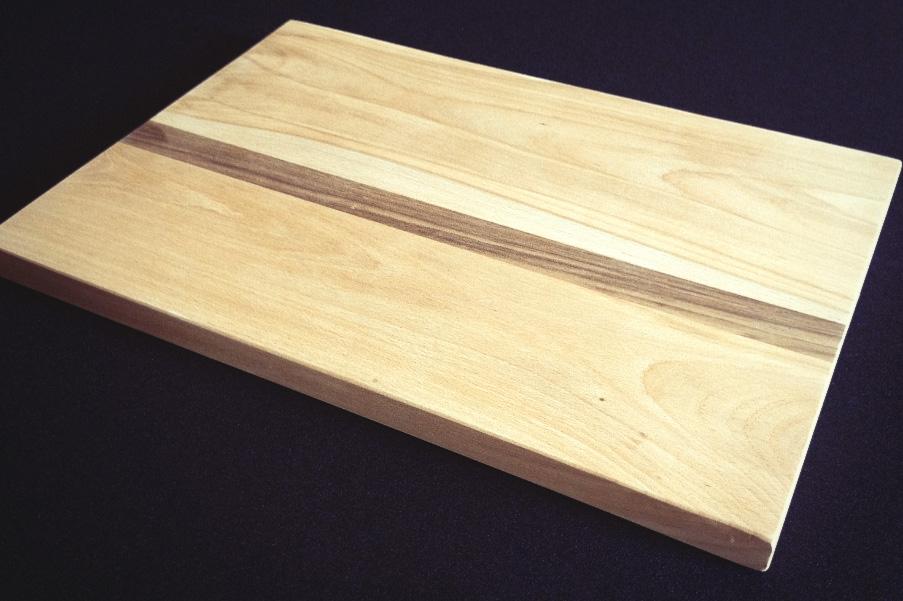 planche d couper en h tre massif avec insert en noyer passion bois. Black Bedroom Furniture Sets. Home Design Ideas